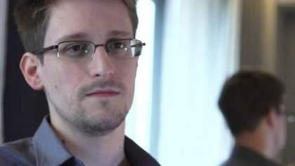Сноуден официально просит у России продлить срок политического убежища