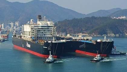 Найбільший у світі вантажний корабель вирушив у перший рейс