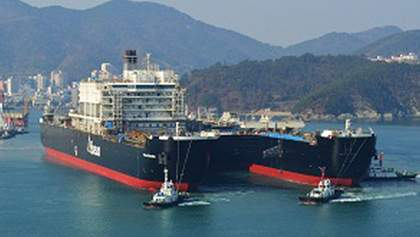 Крупнейший в мире грузовой корабль отправился в первый рейс