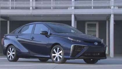Audi представила прототип купе А9, Toyota випустила седан на водні