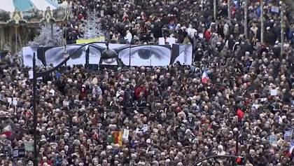 Мусимо об'єднатися, щоби пережити цю трагедію, — учасник паризького маршу