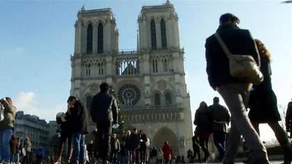 Туристи їдуть в Париж попри недавні теракти