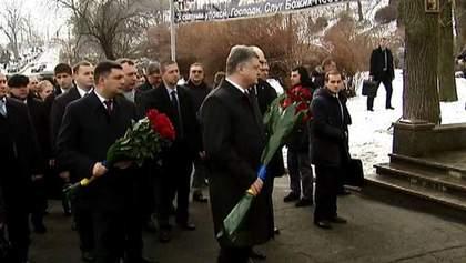 В Киеве первые лица страны почтили память Героев Крут