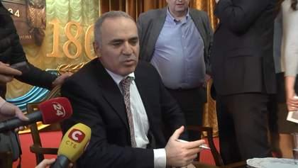 Каспаров считает, что до 9 мая Путин ничего делать не будет