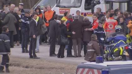 Родичі загиблих в катастрофі лайнера А320 приїхали на місце аварії