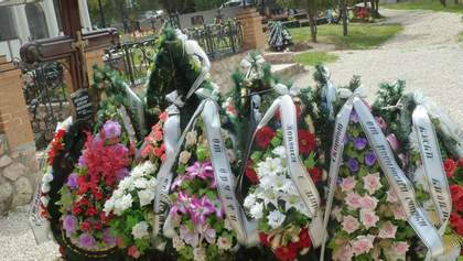 На могилі сина Януковича з'явилася табличка з його іменем
