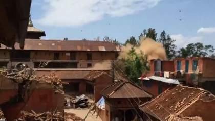По предварительным данным в Непале погибли более 60 человек