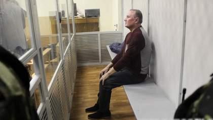 Суд продлил Ефремову меру пресечения еще на месяц