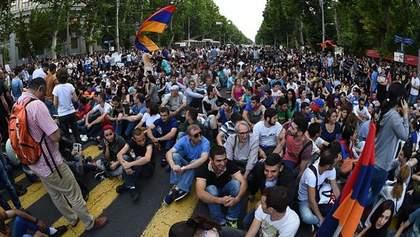 """Поліція погрожує вірменським протестувальникам """"жорсткими заходами"""""""