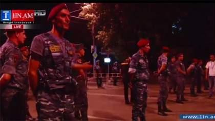 """Поліція може розігнати вірменський """"Майдан"""" під ранок, — журналіст"""