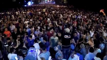 У Вірменії мітингарі розділилися на два табори
