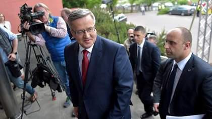 Коморовський наостанок зробив подарунок Україні