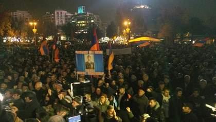 Протести у Вірменії: активісти оголосили безстроковий сидячий страйк