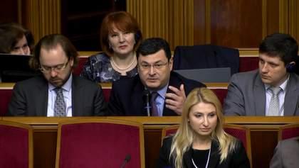 """Опоблок """"наїхав"""" на міністрів за російську мову"""