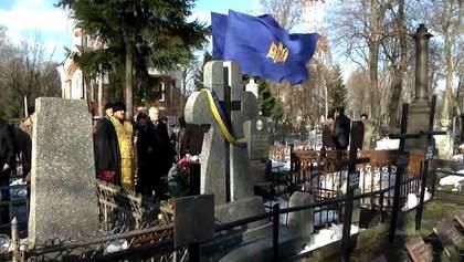 Украинцы чествуют память героев Крут