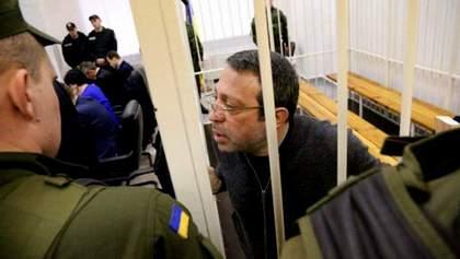"""Корбана выпустили из """"клетки"""" в зале суда"""