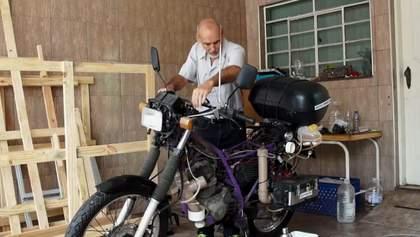 Винайдено унікальний мотоцикл, який їде на воді