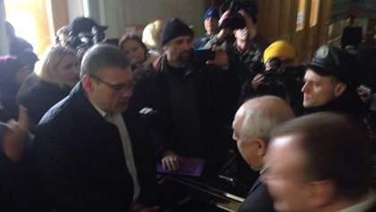 Бойцы Нацгвардии не впустили харьковских активистов к главе ОГА