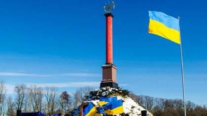 На резонансное закрытие музея героев Крут отреагировал Полторак