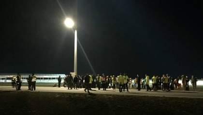 Через загрозу вибуху у Варшаві евакуювали аеропорт: з'явились фото