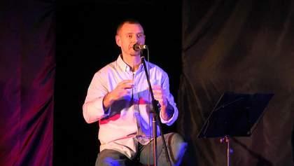 Михалок на акустическом концерте в Киеве, рассказал интересные истории из детства