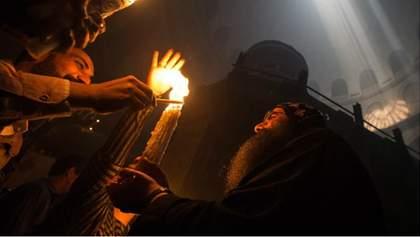 Яскраве полум'я і радісні посмішки: сходження Благодатного вогню у фото