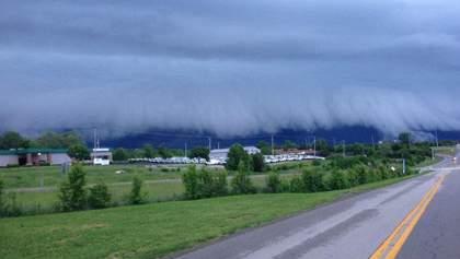 Сокрушительный торнадо пронесся штатом Кентукки: впечатляющие фото и видео стихии