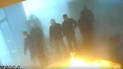 """Як підпалювали """"Інтер"""" – канал виставив відео з камер спостереження"""