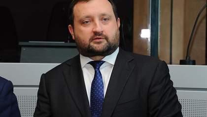 Латвия готова говорить о возвращении арестованных денег Арбузова