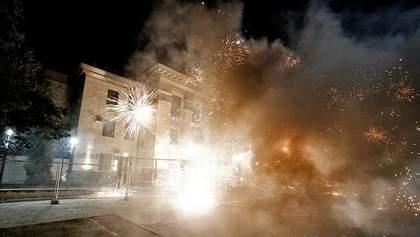 Напад на російське посольство у Києві та підсумки саміту YES, – найголовніше за добу