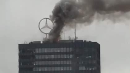 В центре Берлина горел небоскреб с офисом автокомпании Mercedes Benz