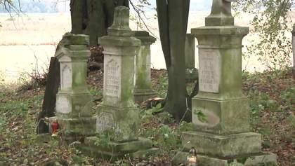 Волынские волонтеры упорядочивают украинские кладбища в Польше