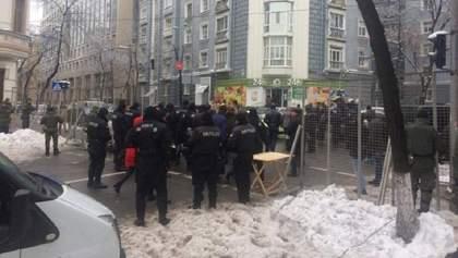 Митингующих под Нацбанк вели колоннами, – СМИ