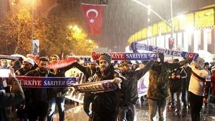 Турецкие ультрас почтили память жертв субботних терактов