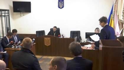 Суд не только оставил Охендовского при должности, но и дал все возможности для побега