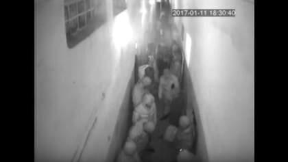 """З'явилось повне відео нападу """"торнадівців"""" в Лук'янівському СІЗО"""