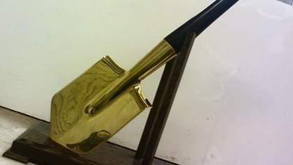 Золотую лопату нашли у экс-заместителя генпрокурора, – СМИ