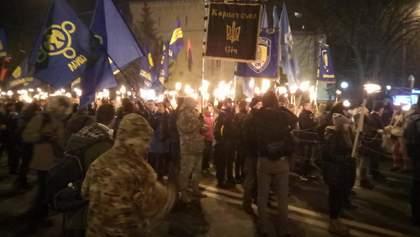 Факельное шествие в Киеве в память о Героях Крут: видео трансляции