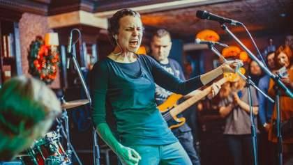 """Російська співачка зняла кліп з мертвими """"Гіві"""" та """"Моторолою"""": з'явилось відео"""