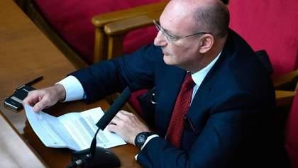 Банковая устроила путч в антикоррупционном комитете, – Лещенко