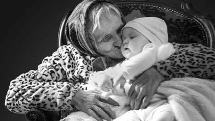 Трогательный аукцион: во Львове продавали портреты пожилых людей с младенцами