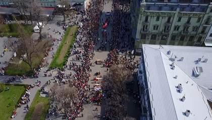 """Как Одесса праздновала """"Юморину"""": веселый парад, сладости и концерт"""