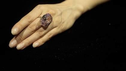 Самый большой розовый бриллиант продали за рекордную сумму: фото