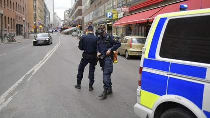 СМИ опубликовали детали относительно грузовика, который врезался в толпу людей в Стокгольме