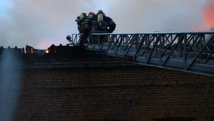 У Києві трапилася пожежа: опублікували фото та відео