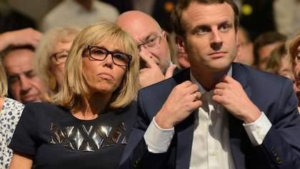 Charlie Hebdo опубликовал карикатуру на Макрона и его жену