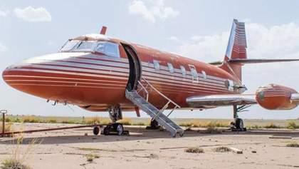 Самолет Элвиса Пресли пустили с молотка: назвали стоимость