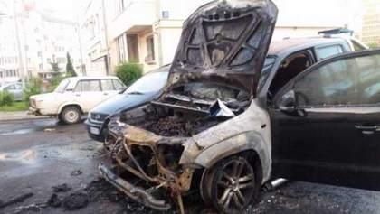 Авто нардепа згоріло у Луцьку: опубліковані фото