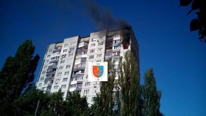 Пожежа на Теремках у Києві: у небі видно чорний стовп диму