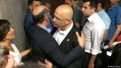 Оппозиционного депутата в Турции посадили на 25 лет за шпионаж